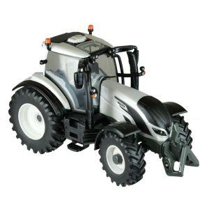 Britains 1/32 Valtra T4 Tractor - 43215
